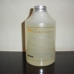 イオブ リラモイストシャンプー RE 520ml ¥3700 税別     天然でありながら、豊かな泡立ちとなめらかな洗い心地にまでこだわったシャンプーです。香りの女王と呼ばれるダマスクバラ花油をはじめ、11種類の天然精油を贅沢にブレンド。泡立てた瞬間ローズの香りが広がり、次第に森林浴をしているような清々しさがひろがり、時間と共に変化する香りを楽しめます。 A-qua水カラー後のホームケアに・・カラー毛や頭皮の弱い方におすすめです。